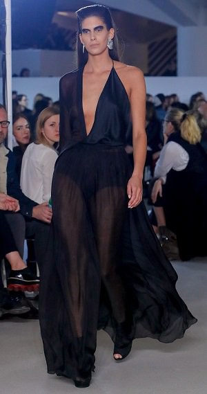 Pražský týden módy: Polonahý model na podpatcích a krásná Vignerová v průsvitných šatech!