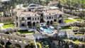 Pojišťovák bydlí v největším domě v Africe!