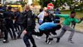Uprchlíci v Calais rozpoutali další boje