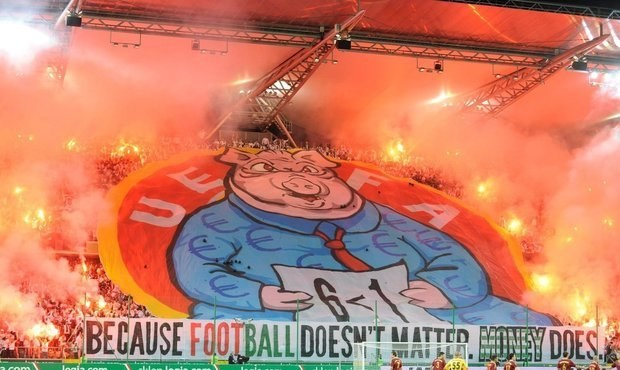Choreo plné zloby! Fanoušci Legie protestovali proti UEFA