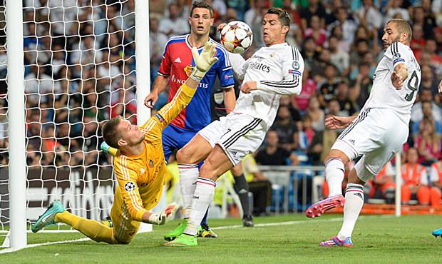 Vaclík inkasoval na Realu pět gólů, Arsenal prohrál v Dortmundu