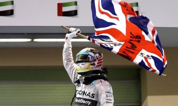 Hamilton vládne formuli 1! Ve finále porazil Rosberga o kolo