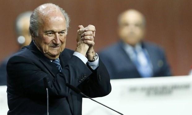 Blatter pokračuje! Přes korupční skandál obhájil post šéfa FIFA