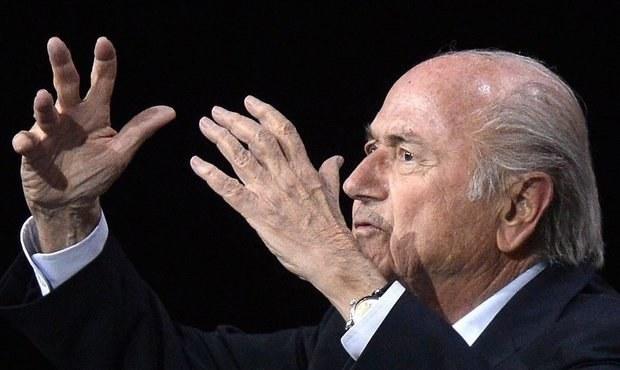 Na Blattera pískali, Platini netleskal. Fotbal degeneruje, zlobil se Figo