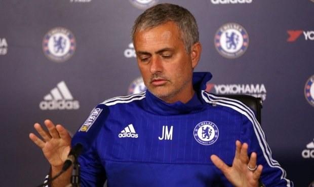 Chelsea je bídná. Ale Abramovič zatím nechá Mourinha přežít