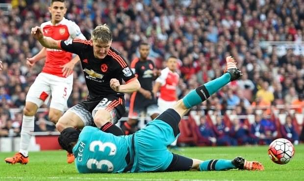 Arsenal přejel United jasně 3:0, také Čech se vytáhl