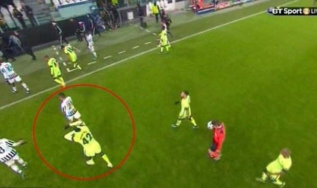 Rozruch na Juventusu! Útočník měnil s Tourém dres už o pauze