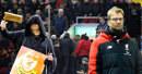 Liverpool má problémy: Klopp musel na operaci, fanoušci utekli