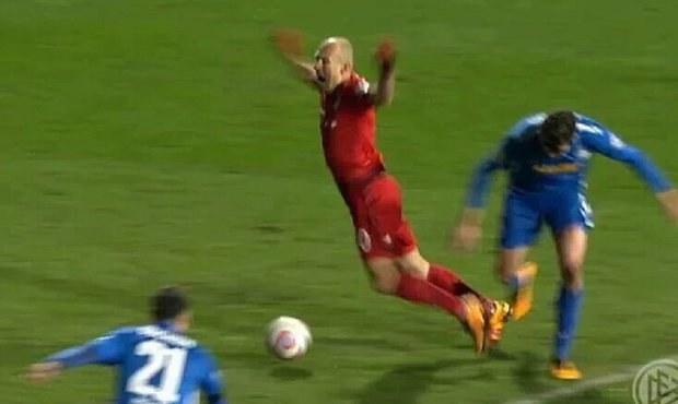 Letec Robben! Šimůnek šel po jeho pádu ven, na hřišti byl 14 minut