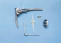 Umělý loketní kloub, náhrada kloubu palce u nohy z plastu a kovu, umělý hlezenní kloub, plastikový drobný kloub prstů ruky, celokovová náhrada zápěstí