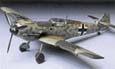 """Rozdíl mezi podvozkem s jednoduchými a dvojitými podvozkovými nohami je patrný na první pohled. Na obrázcích vidíte """"čtvrtky"""" (modely v měřítku 1:48) Messerschmitt Bf 109E-4, postavené ze stavebnic japonské firmy Tamiya"""