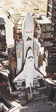 Ruský raketoplán Buran se svým obřím nosičem Energia