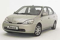 Toyota Prius - tento vůz odveze bez problémů pět cestujících  a ještě má výjimečně  nízkou spotřebu  paliva