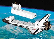 K raketoplánu přiletí malý robot, který z něj vyjme kontejner upravený pro přepravu cestujících.