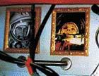 Říká se, že i ateističtí kosmonauté  se po návratu z vesmíru obracejí k víře v Boha. Na stěnách v obytné části Miru tak lze spatřit vedle fotek kosmických pionýrů i pravoslavné ikony