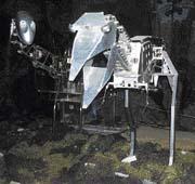 Ocelové skelety dinosaurů jsou ovládané počítači