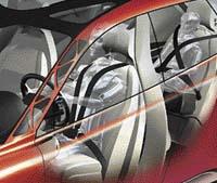 Speciální čtyřbodové bezpečnostní pásy - na předních sedačkách jsou bezpečnostní pásy V4 s přezkou vpředu. Na zadních sedadlech jsou klasické tříbodové pásy doplněné pásem vedoucím přes druhé rameno nazvané X4