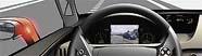 Automobil je vybaven několika kamerami snímajícími okolí. Obraz ze zvolené kamery vidí řidič na displeji před sebou