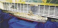Obrovský model - zatím jediné trojrozměrné provedení lodi Freedom. Vedle něj je ve stejném měřítku postavená maketa letadlové lodi Enterprise