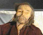 """I ve smrti má tzv. """"charchanský"""" muž impozantní postavu. Jak se však tento obyvatel Kavkazu ocitl před více než 3000 lety uprostřed čínské pouště, dosud nikdo neví"""