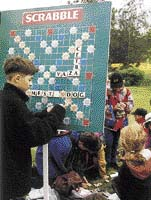 Kdo nesoutěžil, mohl si zahrát Scrabble nebo si vyrobit arch ručního papíru