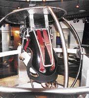 Zkouška bezpečnostních pásů - otočná koule vás přesvědčí, že pásy jsou v autě opravdu nutné