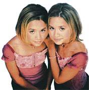 Jednovaječná dvojčata mají shodné geny, jsou si proto k nerozeznání podobná