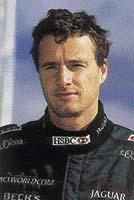 Eddie Irvine je zkušený a tvrdohlavý pilot formule 1. V roce 1999 měl v týmu Ferrari titul mistra světa na dosah. Nyní věří, že se mu něco podobného podaří i s Jaguarem