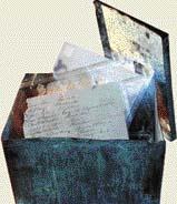 Osobní časová schránka z 20. let 20. století, která byla náhodně objevena a otevřena v 90. letech