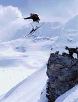 Než se jezdec spustí z vrcholku hory, důkladně si terén při cestě pěšky nahoru prohlédne, aby zbytečně neriskoval
