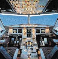 """Kokpit """"elektronického"""" stroje A-320 obsahuje barevné displeje místo klasických """"budíků"""""""