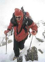 Najít v husté mlze správnou cestu byl úkol pro zkušené horaly