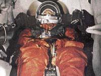 Gagarin se během letu do vesmíru tísnil v tak malém prostoru jako řidič osobního auta. Jeho kabina byla až na samé špici rakety R-7 vysoké jako dvanáctipodlažní dům