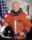 John Glenn se podíval do vesmíru dvakrát. V roce 1962 a pak po 36 letech