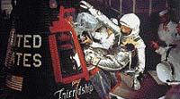 John Glenn byl v pořadí druhým člověkem, který vzlétl do vesmíru. V kabině měl ještě méně místa než Gagarin