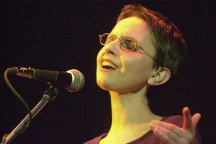 Zuzana Navarová: Holka s kytarou, která si nehrála na hvězdu. Zabila ji rakovina