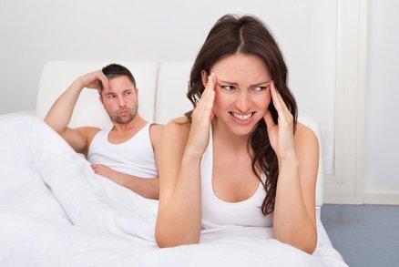 Bolí vás při sexu hlava? Víme, co máte za problém!