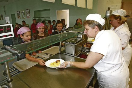 Jihomoravský kraj zaplatí obědy pro děti ze sociálně slabých rodin: Má na to 10,5 milionu