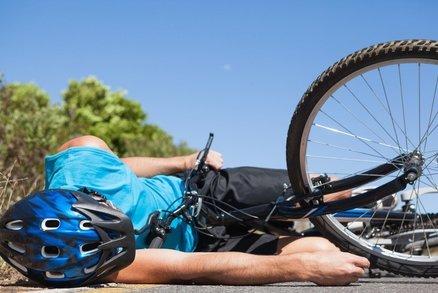 Cyklista v Karlštejně srazil dítě: Skončilo v nemocnici, matka byla v šoku