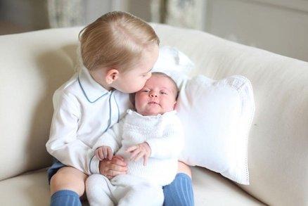 Pusa pro princeznu: Kate zveřejnila další fotky George a Charlotte