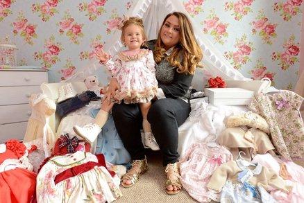 Živá panenka? Žena utratila už 20 tisíc liber za kosmetické úpravy své dvouleté dcery