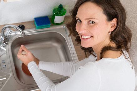 5 tipů, jak na ucpaný či páchnoucí odpad v kuchyni a koupelně