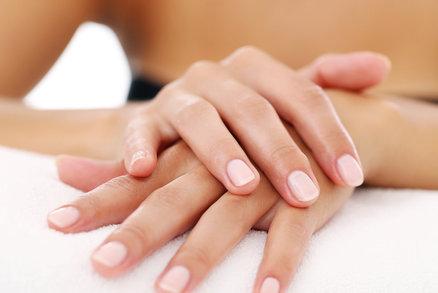 Péče o ruce v zimě: Dopřejte jim parafínový zábal a masáž