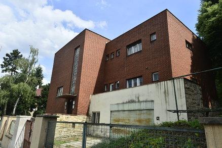 Funkcionalistická vila na Petřinách jde k zemi: Majitel zahájil demolici