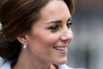Ani vévodkyně Kate není dokonalá. Ukázala šediny!