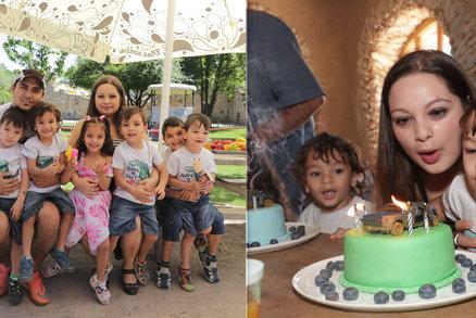 Paterčata sfoukla čtyři svíčky! Táta Antonín svoje děti nerozezná