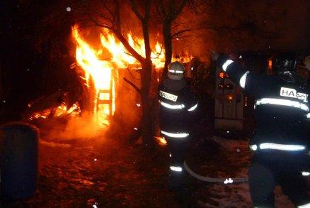 Tragický požár u Cvrčovic na Kladensku: Hasiči tam našli mrtvé tělo!