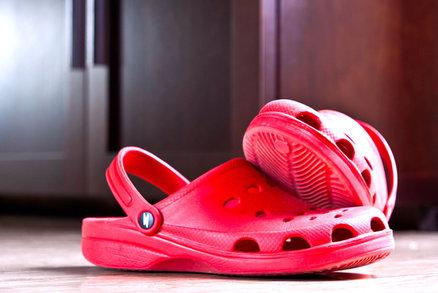 Firma představila gumové boty na podpatku a internet zešílel!