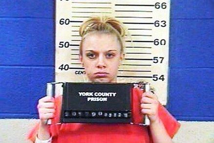 Svým hlasitým sténáním při sexuálních hrátkách rušila sousedy. Teď sedí ve vězení!