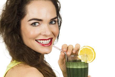 Chcete být před svátky lehčí o pár kilogramů? Nebo se chcete připravit na to, jak budete po Vánocích shazovat to, co jste nabrali během Vánoc? Zkuste šťávový restart podle Joea Crosse a jeho knihy Šťávový restart. Slibuje, že zhubnete, budete se cítit úžasně a zdravě a vaše tělo dostane maximum vitaminů, minerálů a živin. Nás ovšem rychlost shazování trochu děsí, protože zavání jojo efektem.